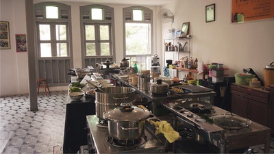 Cook in a spacious kitchen with master chef Nazlina.