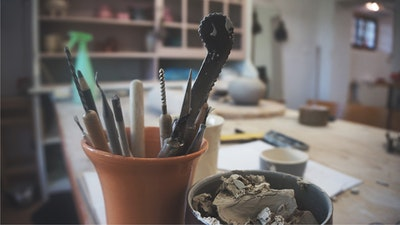 Understand what are the best ceramics tools to use for your creations.