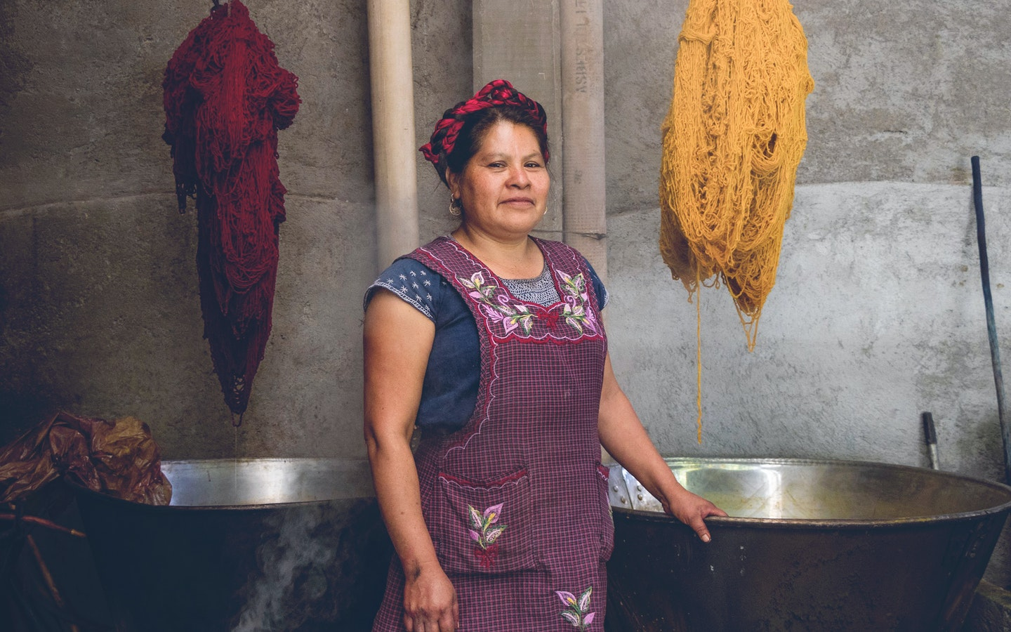 Learn natural fabric dyeing techniques in Oaxaca, Mexico from locala Zapotec artisans. Make your own natural dyes from cochineal, indigo, mosses and barks. #creativevacation #vawaa  #travelmexico #oaxaca #creativity #naturalfabricdyeing #naturaldyes #slowtravel #cochineal #crafts #howtomake