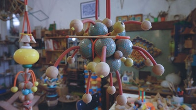 Discover a wooden toy and furniture atelier.