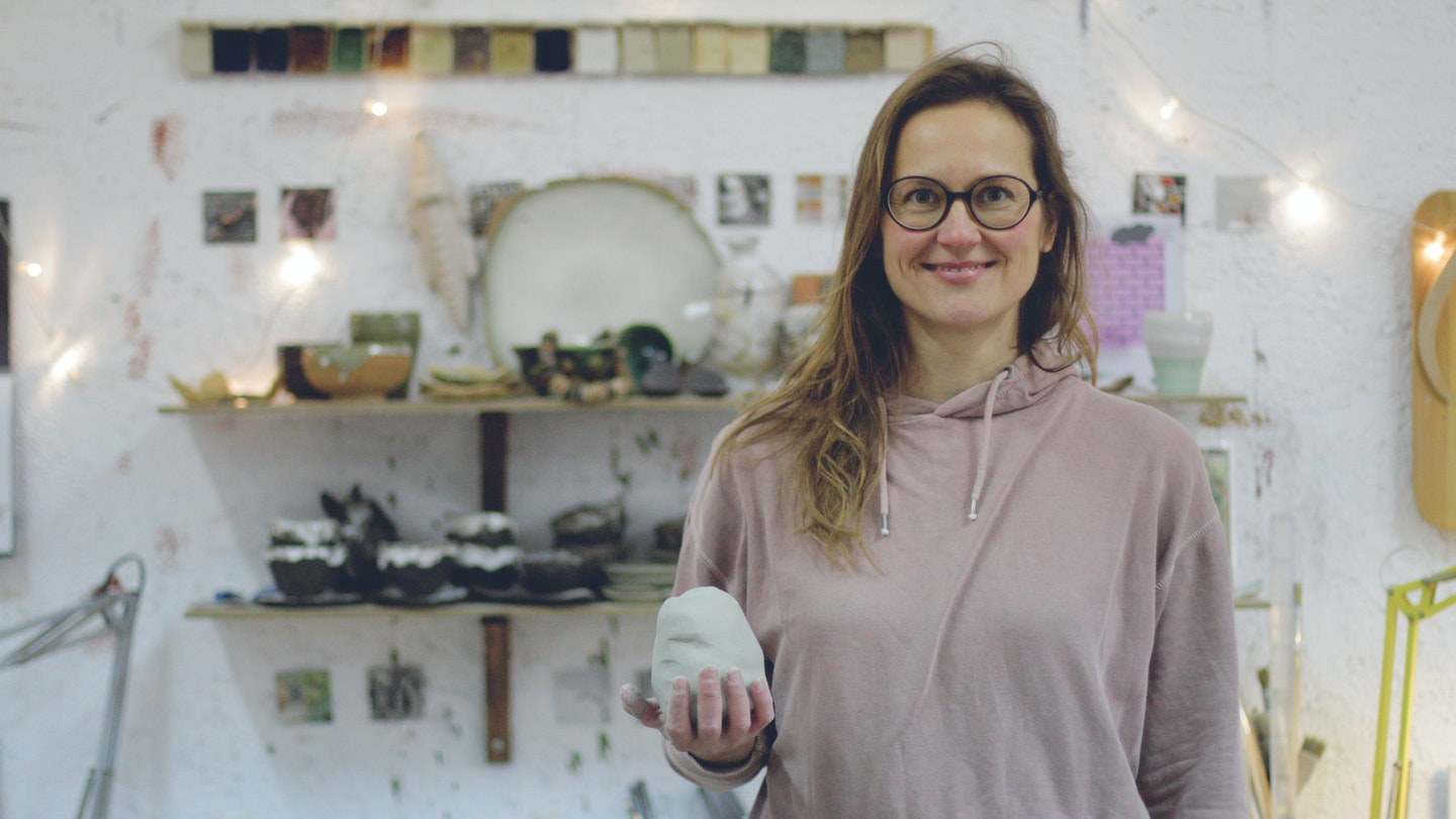 Learn how to make lovely pottery accessories like home decor, vases, and jewelry using traditional Mediterranean clay molding and decoration techniques. Anastasia, a local ceramic artist from Majorca, Spain, will guide you through a step by step creative workshop teaching you how to make ceramic pottery. #creativevacation #vawaa #discoverspain #claypottery #europe #spain #ceramicsidea #claycrafts #ceramicart #art #creativity #homedecor