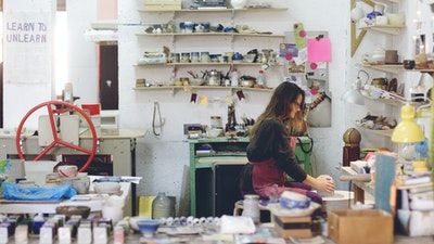 Spanish Ceramic Artist at Work. Learn from Anastasia the beautiful art of ceramic pottery in her Majorca based art studio.  #creativevacation #vawaa #discoverspain #claypottery #europe #spain #ceramicsidea #claycrafts #ceramicart #art #creativity #homedecor