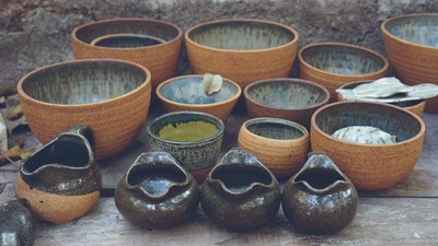 Learn how to make handmade drinking and dining bowls in India, using traditional ceramic techniques. #creativevacation #vawaa #discovergoa #claypottery #india #ceramicsidea #claycrafts #ceramicart #travelasia #art #creativity