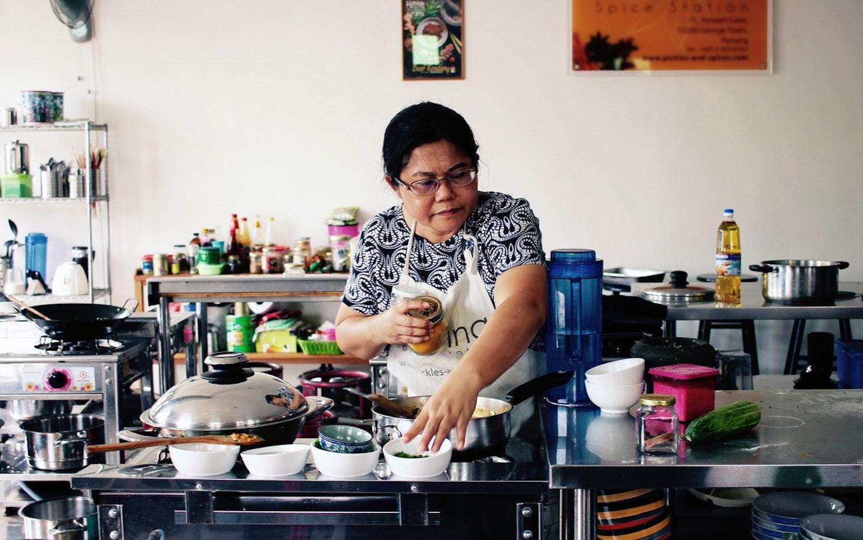 Master Chef Nazlina. Courtesy of Ethan Hsu.